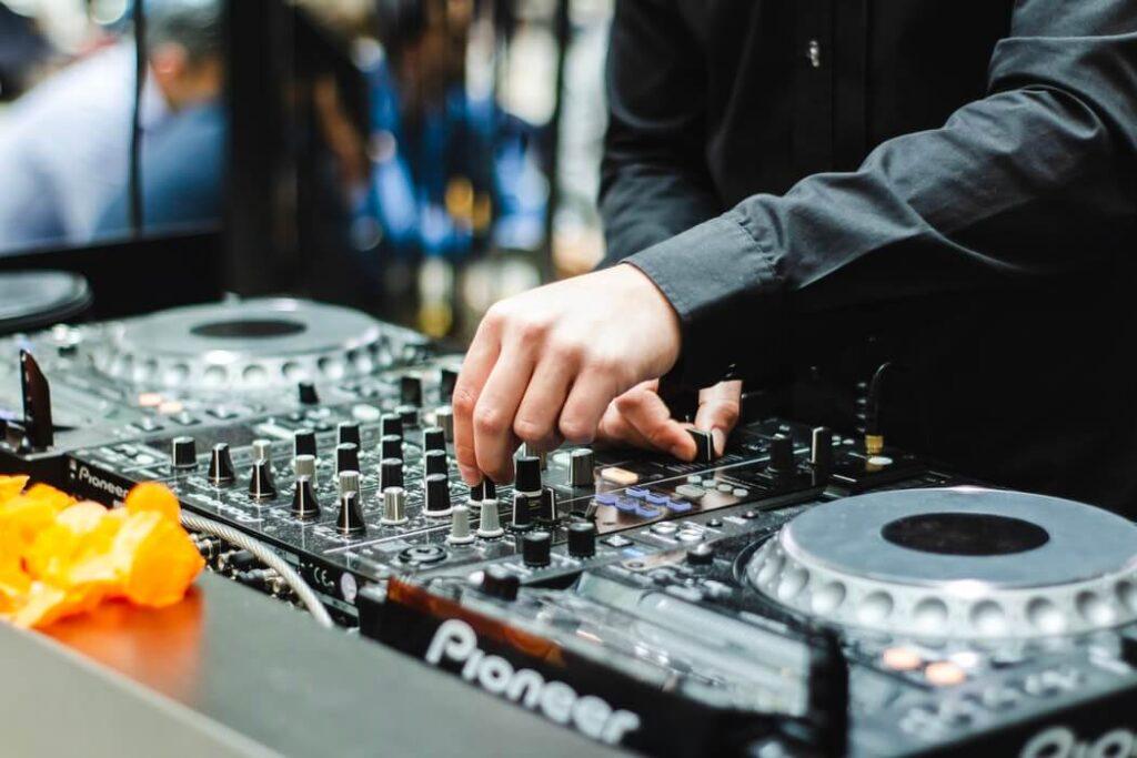 The Benefits Of Hiring A DJ